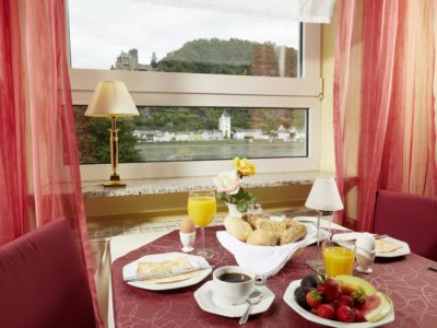 Frühstück mit Rheinblick